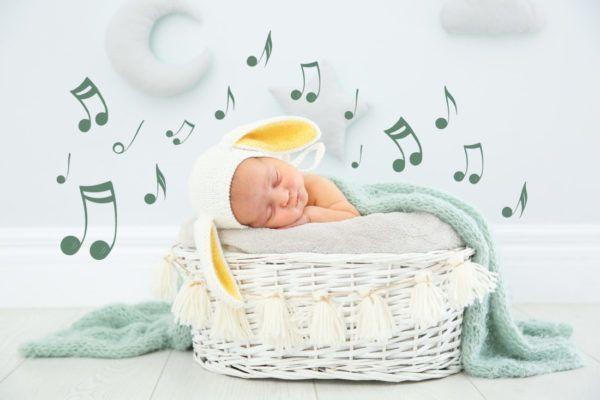 Bebé dormido escuchando música