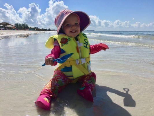 Bebe en la playa seguridad