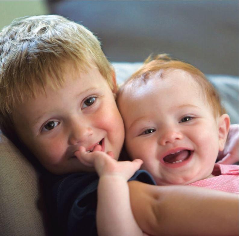Guía para padres. Niños sonriendo